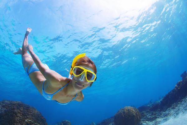 Snorkeling at Cham Island