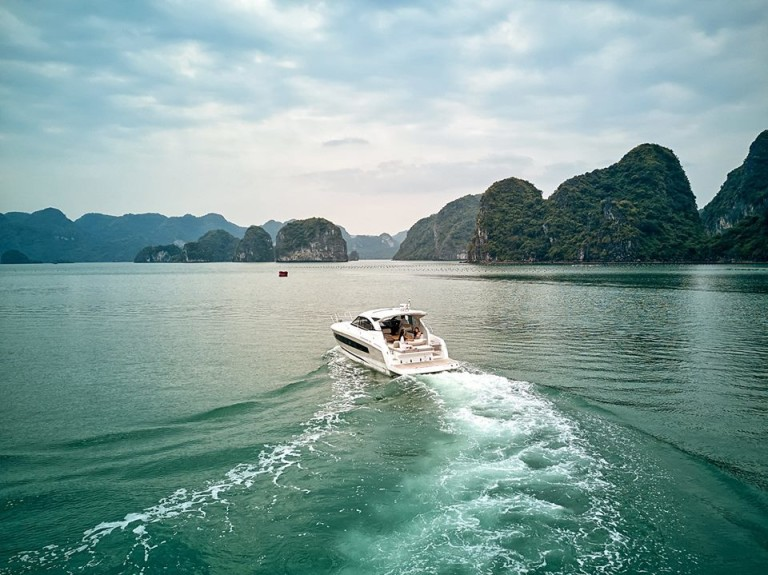 Ha Long Bay Modern Yacht Tour